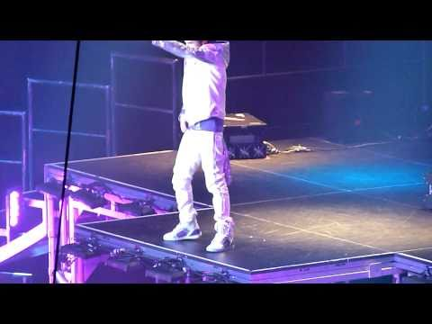 Justin Bieber - Bigger - live Sheffield 23 march 2011 - HD