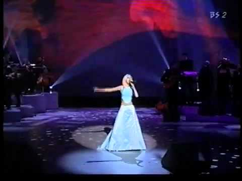 Christina Aguilera - I Turn To You & What A Girl Wants (AMA 2000)