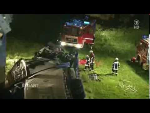 feuerwehr magdeburg t dlicher lkw unfall auf der a2 youtube. Black Bedroom Furniture Sets. Home Design Ideas