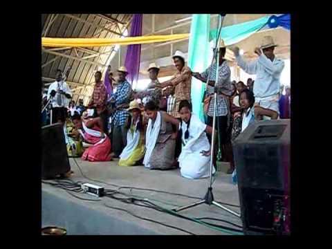 Danse traditionnelle M.A.F.A.MI Toliara - Investiture Président Université Juin 2013