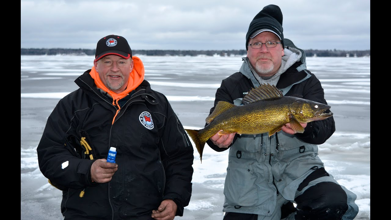 Ice walleyes on bay de noc larry smith outdoors tv youtube for Bay de noc fishing report