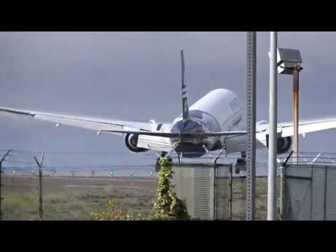Air New Zealand Boeing 777-300ER Landing At LAX