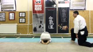 tobikoshi ukemi ushiro (rolling over backwards) [TUTORIAL] Aikido empty hand basic technique: