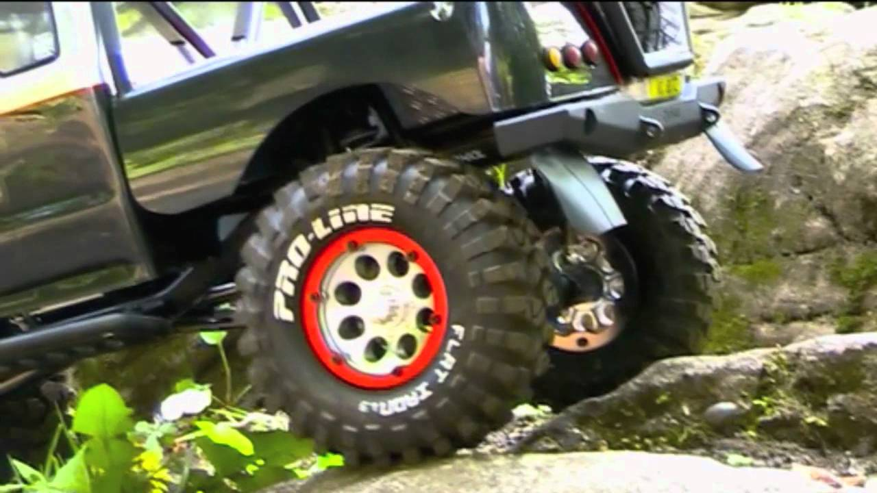TESTING Honcho Axial SCX10 with new Wheels RED beadlock rings and Bumpers  and editing in iMovie