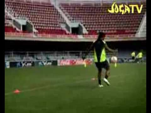 Ngoisao - Cac pha bieu dien voi bong cua Ronaldinho.flv
