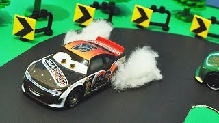 Disney Cars 3 : Fast Driver Phil Tankson! - StopMotion