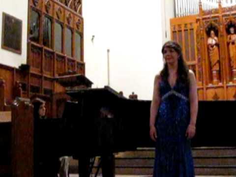Katie Mar sings C'est ainsi que tu es and C