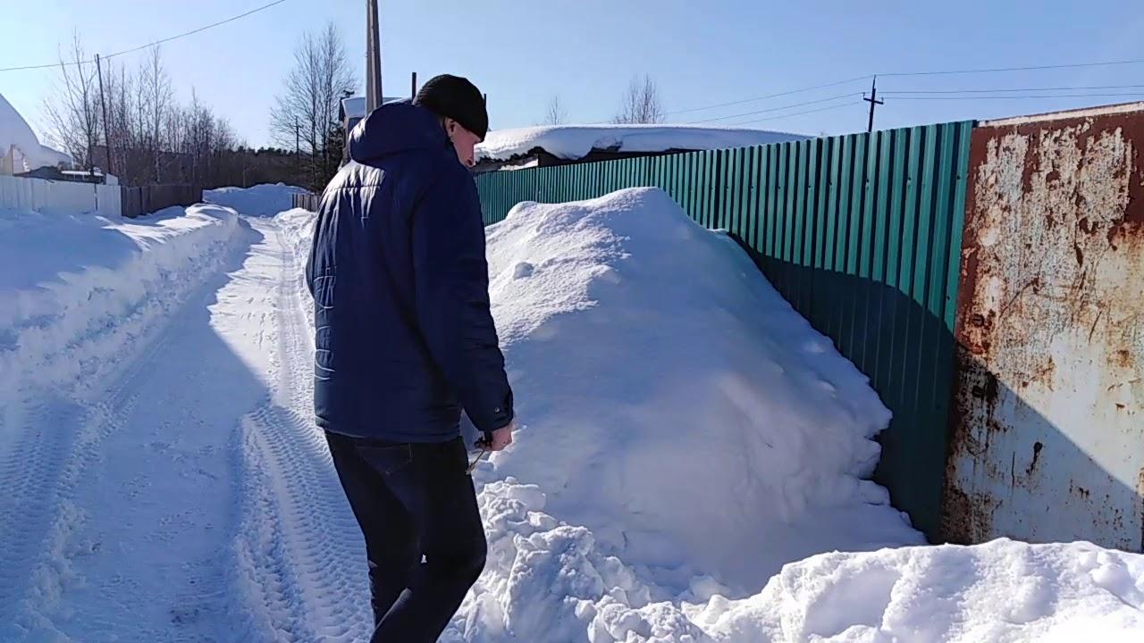 для чего в теплицу кидают снег