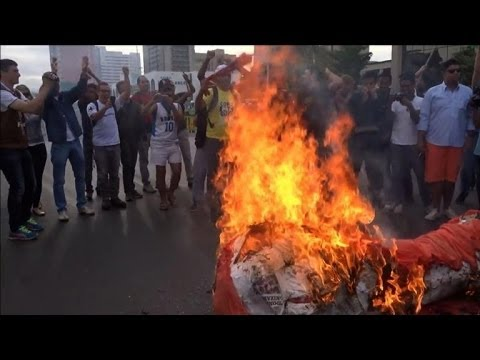 Protesters burn mock World Cup trophy in Brasilia