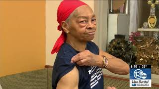 'He picked the wrong house': Bodybuilder, 82, fights break-in suspect