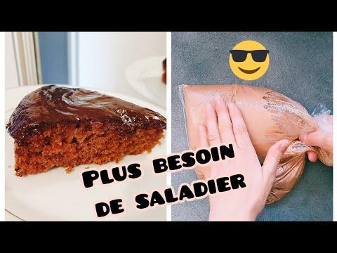 gâteau-moelleux-au-chocolat-sans-œuf-sans-lait-facile-et-rapide-avec-un-sac-en-plastique
