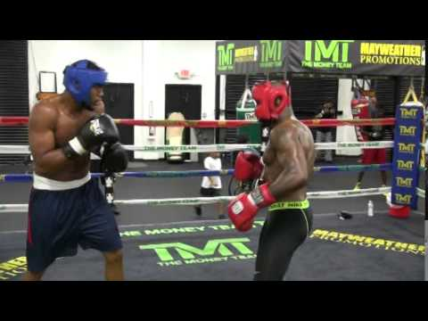 King Mo vs. Michael Hunter inside the Mayweather Boxing Club