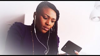 Lyrics « WALK IN LOVE - Marche dans l'amour », de Gwen Dressaire (feat. Dena Mwana)