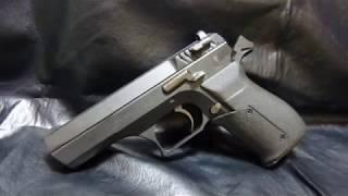 ハドソン製ガスブローバック ジェリコ941 「カウボーイ・ビバップ」のスパイク・スピーゲルの愛用銃 カスタムグリップ仕様 スパイクのと右側が...