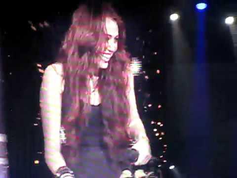 Obsessed Miley Cyrus giggle fit Hartford wonder world tour
