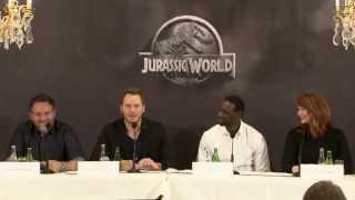 Jurrassic World : Chris Pratt, Omar Sy - Leur expérience sur le film !  Paris