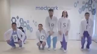 Забавная демонстрация ЭКГ персоналом больницы