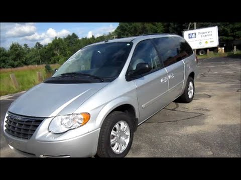 replace 2001 2007 chrysler town country headlight b doovi. Black Bedroom Furniture Sets. Home Design Ideas