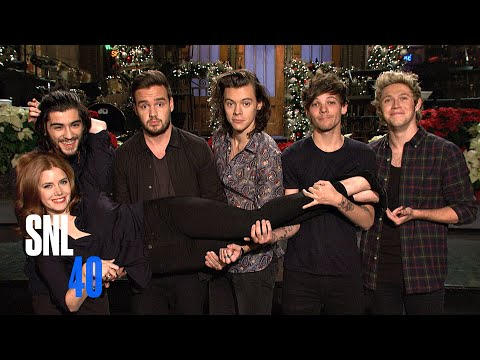 SNL Host Amy Adams Meets One Direction Under The Mistletoe