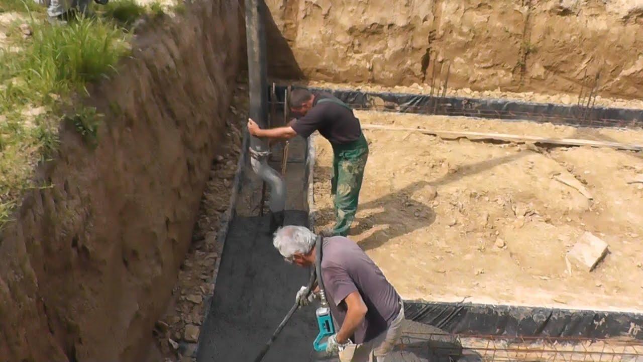 Vibration In Foot >> Zalewanie ławy fundamentowej - Pouring concrete footings. - YouTube