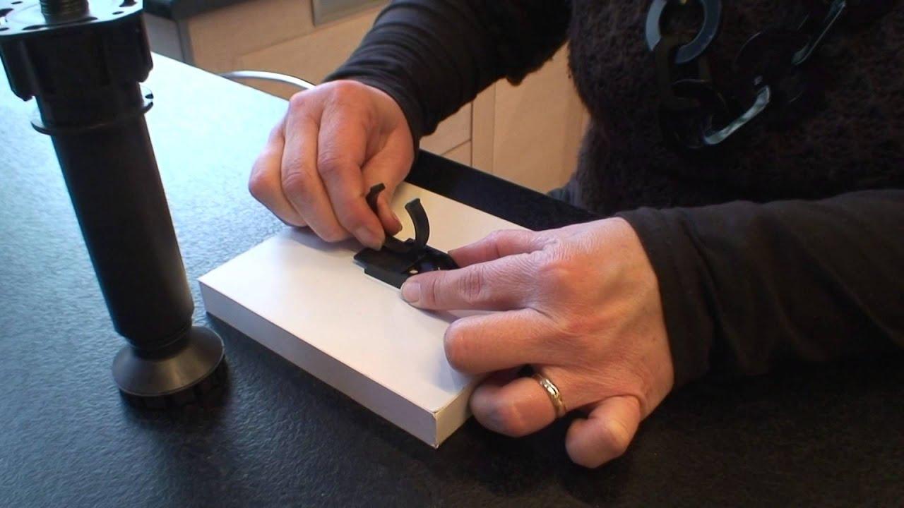Pied PVC Réglable Pour Meuble De Cuisine YouTube - Cache meuble cuisine