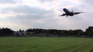 KC-10 tanker landing at Yokota Air Base 横田飛行場