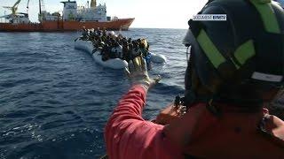Sur les bateaux qui sauvent les migrants en Méditerranée
