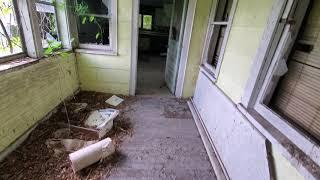 Заброшенное место,американский дом в деревне,из фильмов ужасов.Забитая Американская деревня.