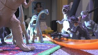 Video Dinosaurs VS Hot Wheels down Mega Track Zoom TOY CARS download MP3, 3GP, MP4, WEBM, AVI, FLV Agustus 2018