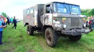 """ГАЗ 66 жестко плющит """"Копейку"""" off-road 4x4"""