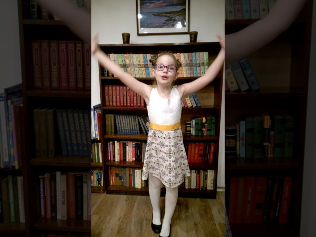 Изображение предпросмотра прочтения – ЛюдмилаРыбкина читает произведение «А что у вас?» С.В.Михалкова