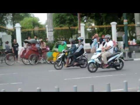 Terlalu Manis - Slank { cover version Larra } Video untuk mengingatkan kota istimewa Jogja