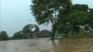 Ураганы, проливные дожди и пострадавшие в китайской провинции Цзяньси(Из-за разлива рек в срочном порядке пришлось эвакуировать жителей сразу нескольких посёлков на юго-востоке..., 2013-07-15T21:58:14.000Z)