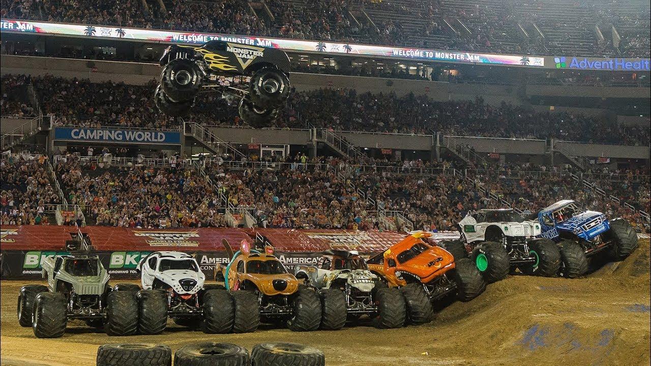 Record-breaking 7-Truck Jump! Monster Jam World Finals XX (20)