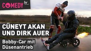 Challenge mit Cüneyt Akan & Dirk Auer: Fahre mit dem Bobby-Car zum Weltrekord!