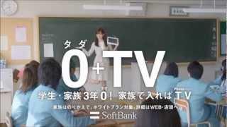 廣告中扮演女教師的前田敦子,在廣告的最後表演搞笑藝人金太郎的段子做...
