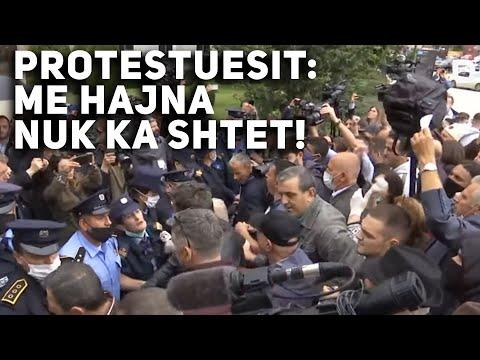 Protestuesit: Albin Kurti, Se Me Hajna Nuk Ka Shtet!