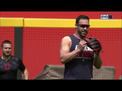 Jason Kipnis fields grounders and takes batting practice in Arizona before Cleveland Indians game