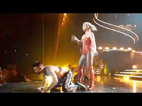 Britney Spears - Crazy/fan drugged jump on stage - Piece of Me august 09/2017