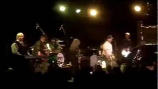 The Guitars - Choo Choo Cha Boogie