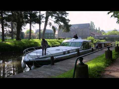 Croisière fluviale en Bretagne - Arrivée à Josselin - Nicols, location de Bateau sans permis.