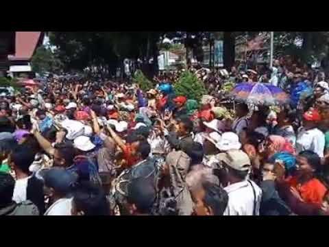 Heboh.. Kantor DPRD Taput Di Demo.. Di Duga Curang Dlm Penghitungan Suara Pilkada Taput