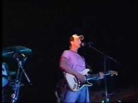 Erick Rubin canta Malas Intenciones en la fiesta
