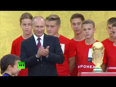 Путин с Инфантино осмотрели «Лужники» после реконструкции и дали старт туру Кубка мира по футболу