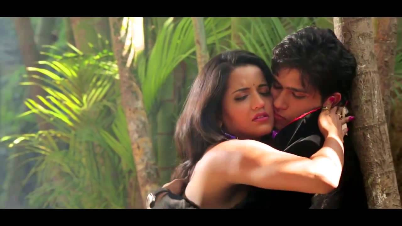 Sexy Bhojpuri Actress Babes Cleavages Boobs Navel Kiss -4830
