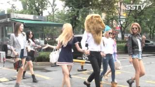 SNSD's arrival at Music Bank for 'Lion Heart' comeback - Stafaband