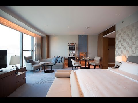 Hotel Tour of the Kerry Hotel, Hong Kong - Club Premier Sea View Room
