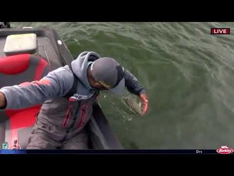 Mark Daniels Jr. boats a big one on Lake Oahe