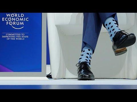 Medidas de Donald Trump ironizadas no palco de Davos