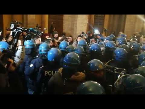 Forza Nuova a Macerata: scontri in centro